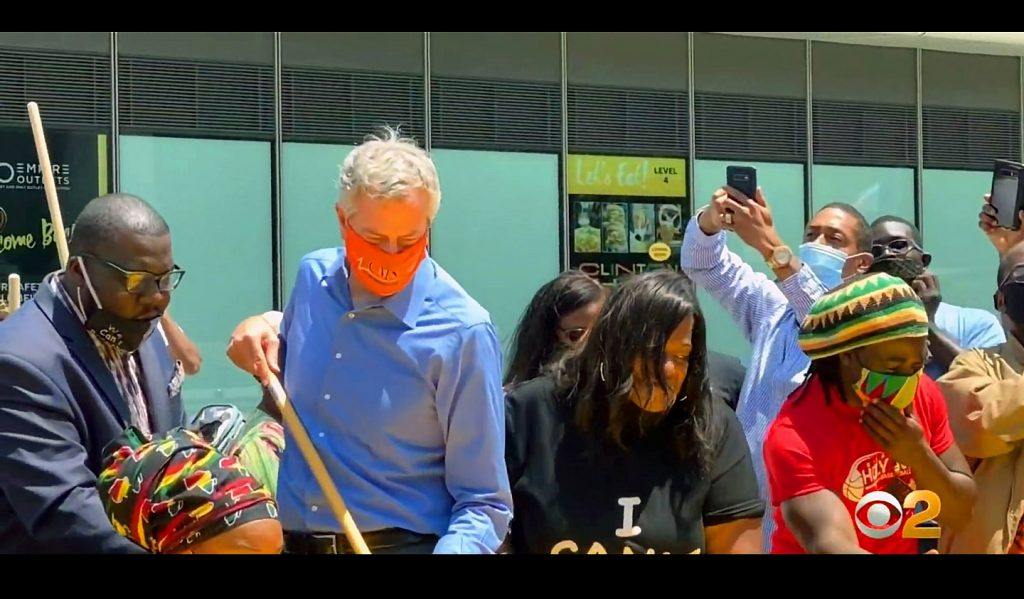 Mayor de Blasio Helps Out With The Staten Island North Shore Black Lives Matter Mural. Image Credit- WCBS-TV NYC